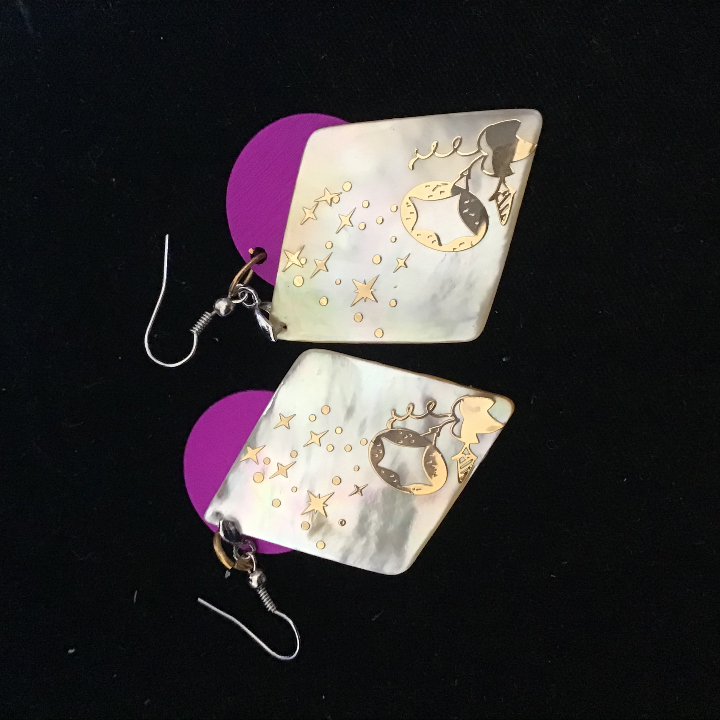 Mother-of-pearl Trapezoidal Earring with Energy Disks