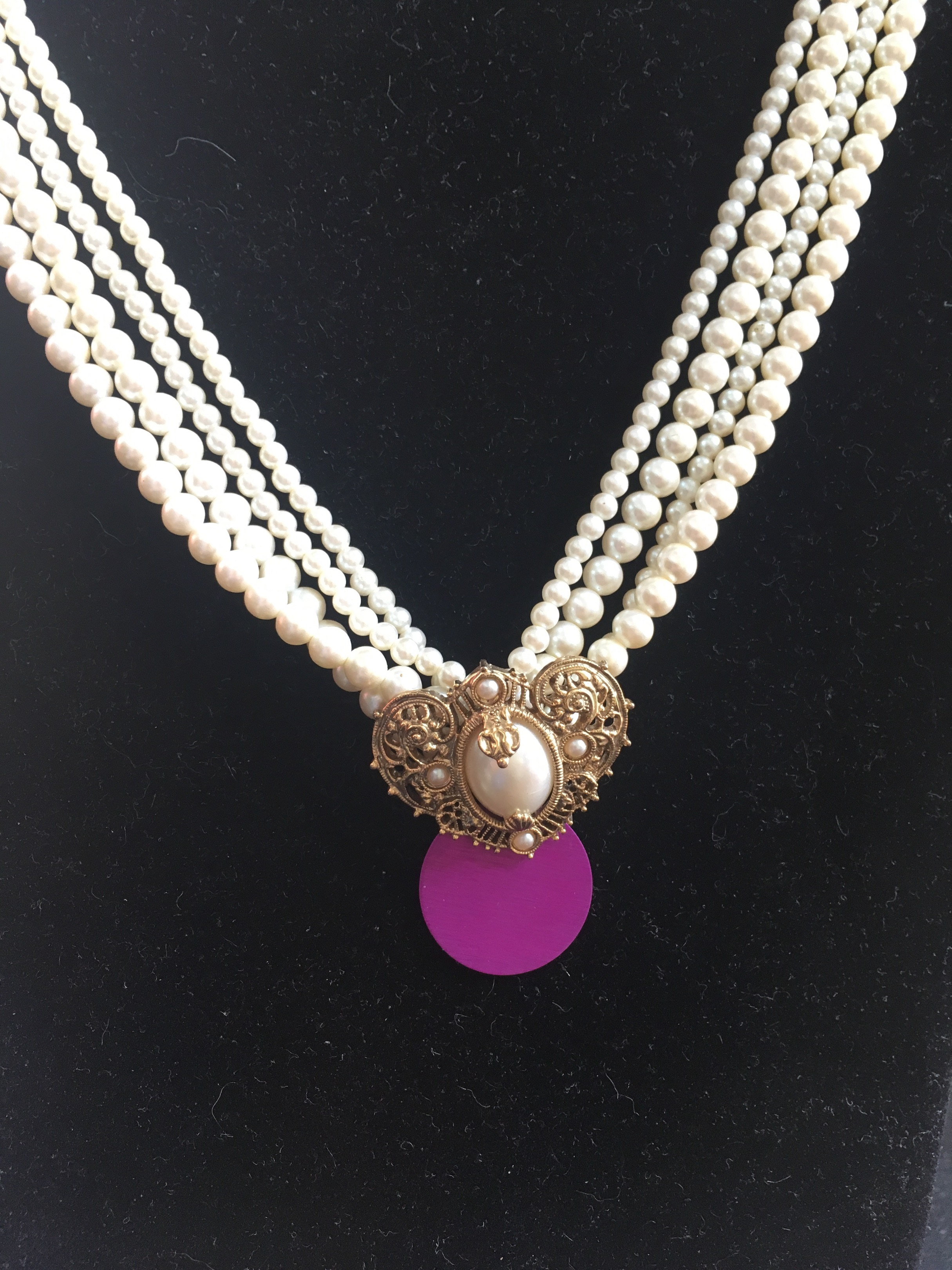 Pearl Choker with Purple Energy Disk